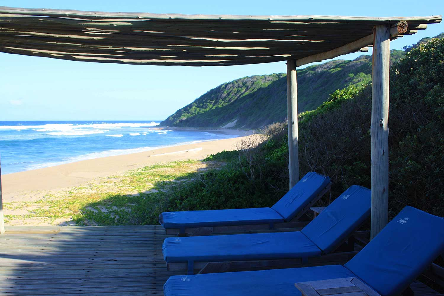 You will find Thonga blue everywhere at the lodge, where the decor reflects the unique blue-green colour of the sea